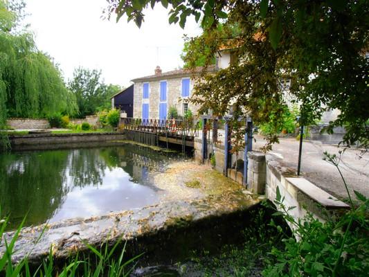 vue des moulins de Chantemerle à Saint-Sever de Saintonge