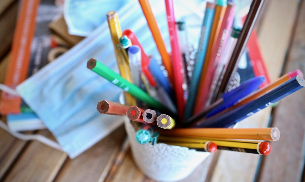 Pencils Colored Pencils Pens  - sweetlouise / Pixabay
