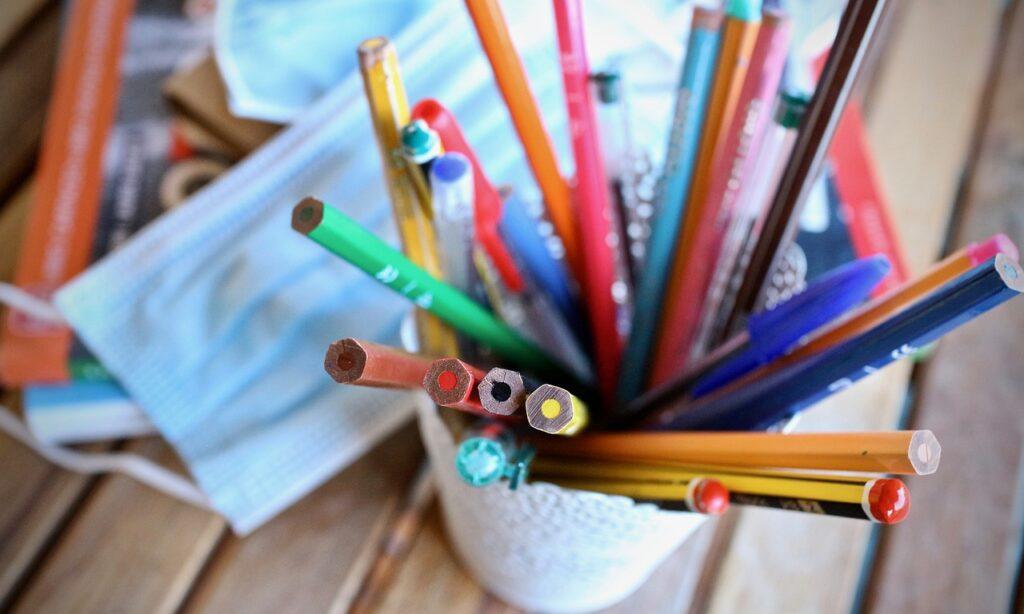 Pencils Colored Pencils Pens  - sweetlouise / Pixabay