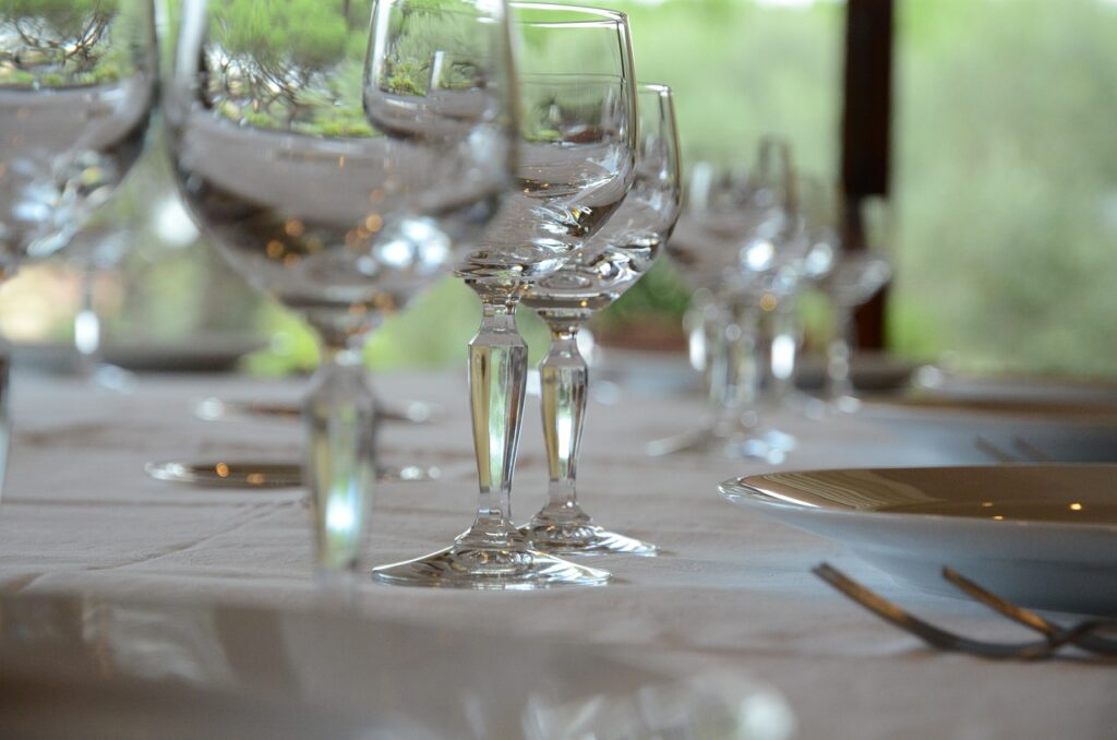 Table Glasses Marriage Event  - ubert / Pixabay