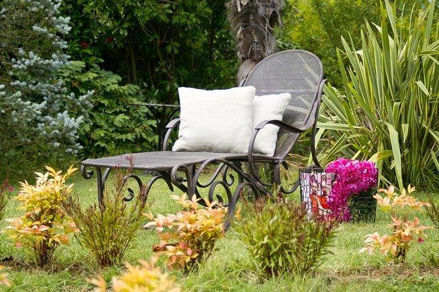 Sunbeds Pillow Garden Souvenir  - Engin_Akyurt / Pixabay